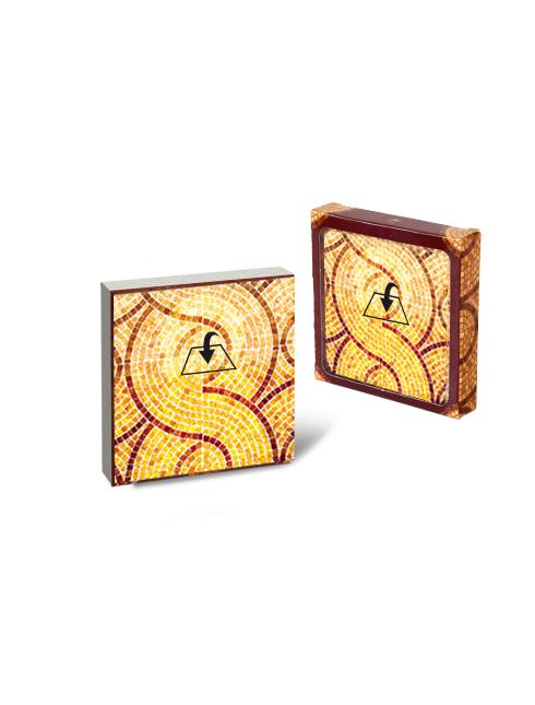 Quadretto in legno con immagine e dettagli dorati