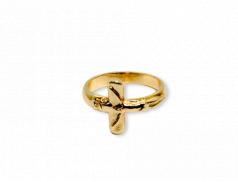 Anello dorato con croce